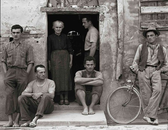 "Paul Strand: ""La familia, Luzzara (los Lusetti)"", 1953. © Aperture Foundation Inc., Paul Strand Archive"
