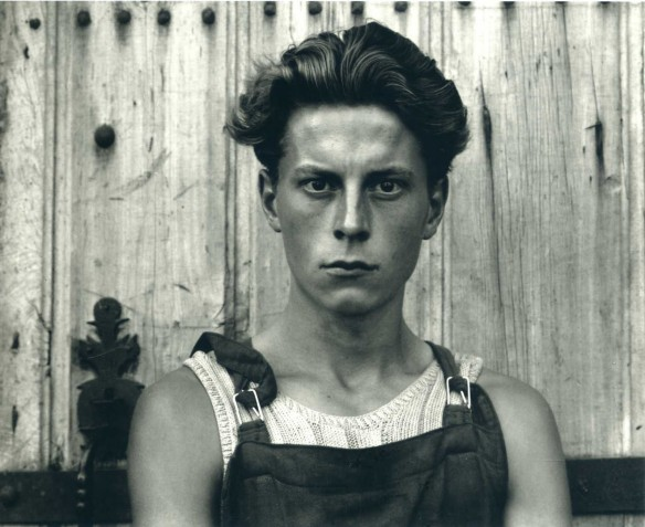 "Paul Strand: ""Muchacho, Gondeville, Charente, Francia"", 1951. © Aperture Foundation Inc., Paul Strand Archive"