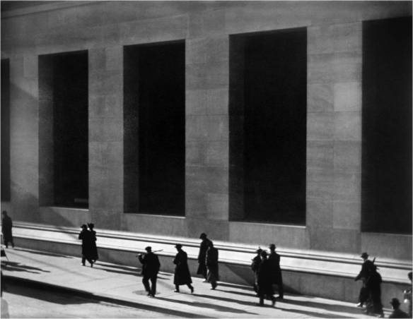 "Paul Strand: ""Wall Street, Nueva York"", 1915. © Aperture Foundation Inc., Paul Strand Archive"